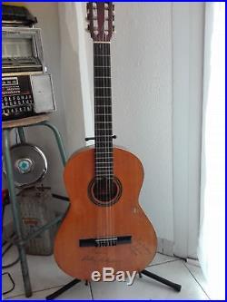Autographe Johnny Hallyday & Laeticia Hallyday Sur Guitare Ultra Rare