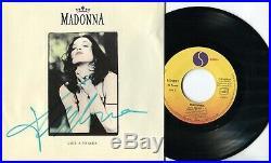 Autographe ORIGINAL de la Chanteuse MADONNA sur Pochette SP 45T En PERSONNE 1989