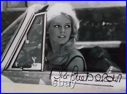 Autographe de Brigitte Bardot. En Voiture